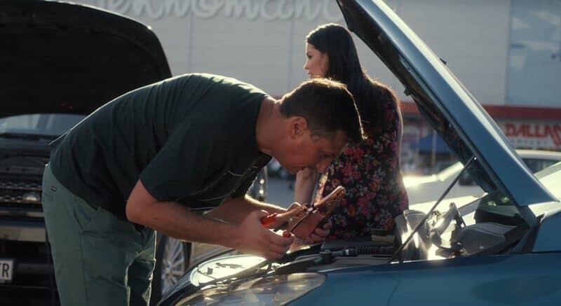Andrija popravlja auto